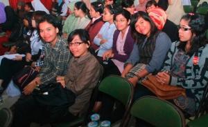 Umat Kristiani hadir awal kemudian duduk di barisan depan